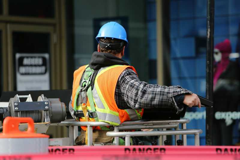 Example of a worker wearing a Type 1 Hard Hat