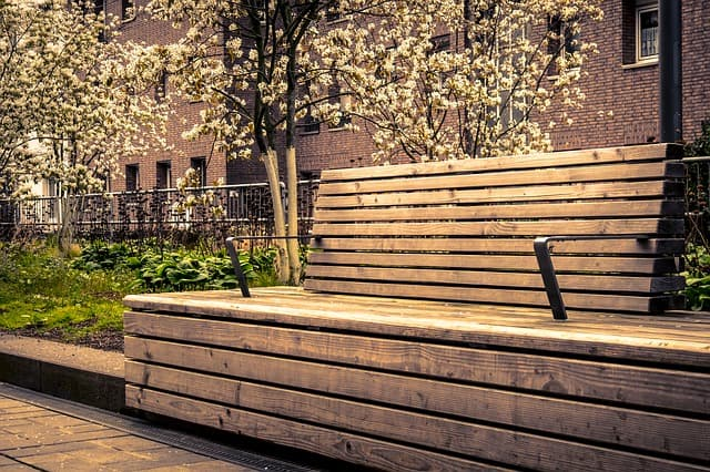 Ways To Landscape Around Commercial Buildings <br><span style=